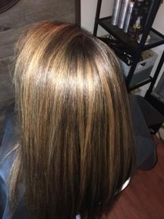 Couleur caramel cheveux lisse
